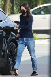 Courteney Cox in Navy Blue Sweater with Denim Out in Malibu 2020/11/23 1