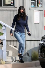 Courteney Cox in Navy Blue Sweater with Denim Out in Malibu 2020/11/23 4