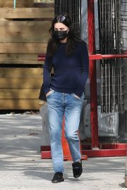 Courteney Cox in Navy Blue Sweater with Denim Out in Malibu 2020/11/23 5
