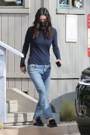 Courteney Cox in Navy Blue Sweater with Denim Out in Malibu 2020/11/23 7