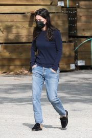 Courteney Cox in Navy Blue Sweater with Denim Out in Malibu 2020/11/23 9
