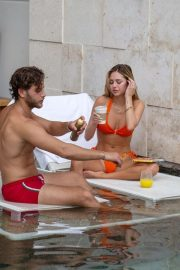 Delilah Hamlin in Bikini and with her boyfriend Eyal Booker at a Pool in Mexico 2020/11/23 6