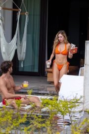 Delilah Hamlin in Bikini and with her boyfriend Eyal Booker at a Pool in Mexico 2020/11/23 8
