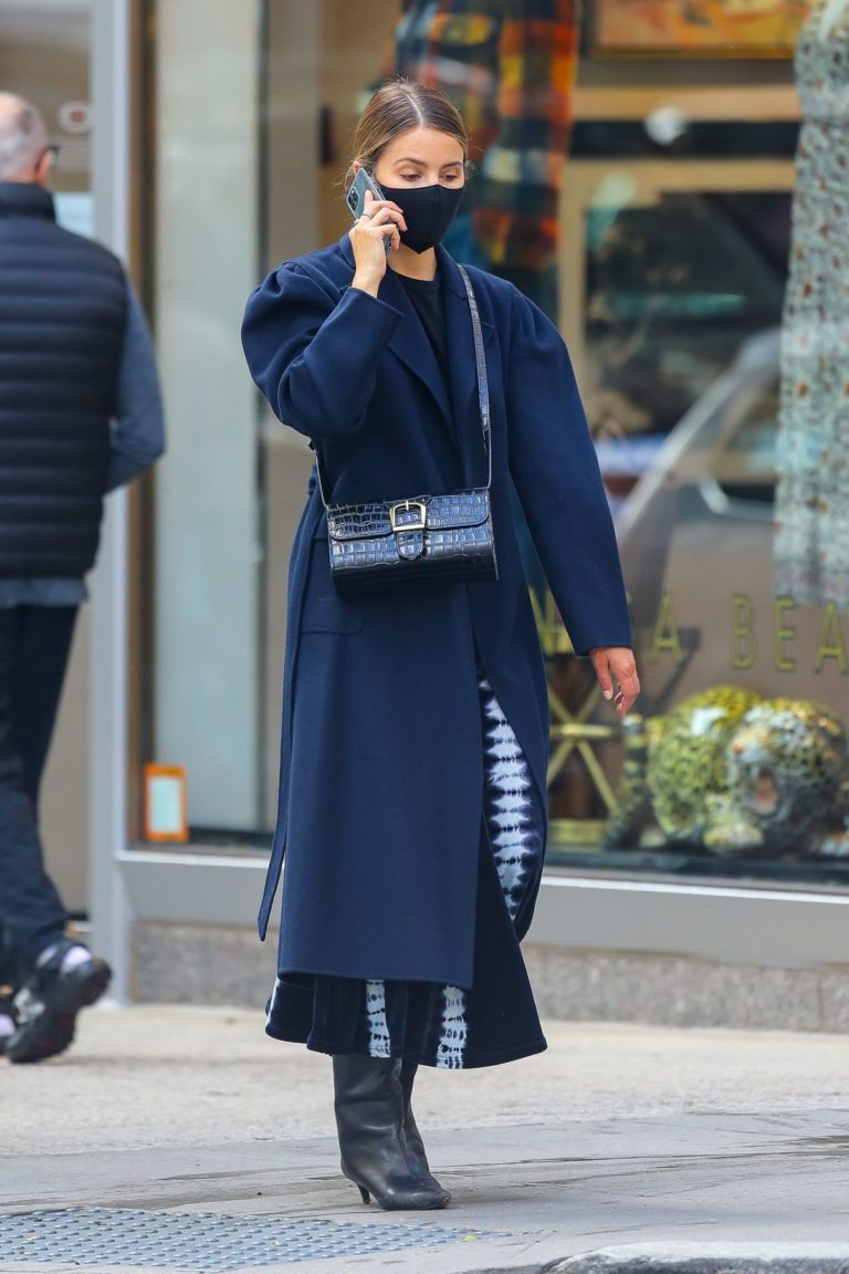 Dianna Agron in Long Black Coat with Face Mask Out in New York 2020/10/20 4