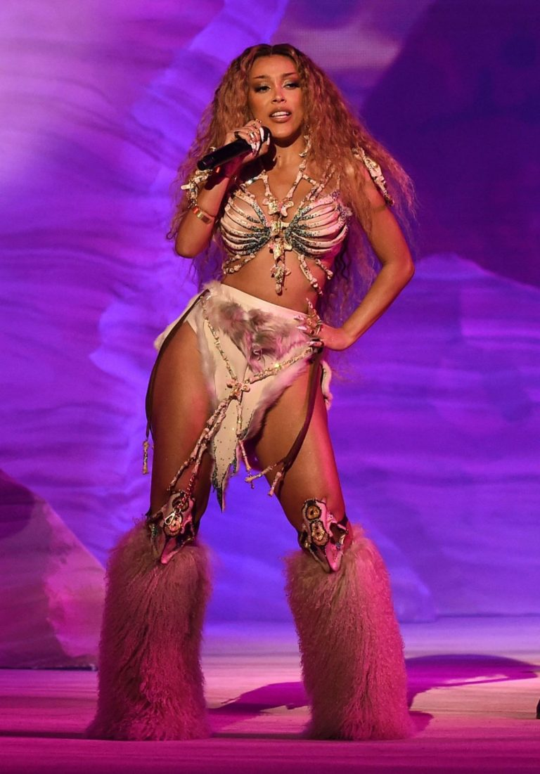 Doja Cat Performs at American Music Awards 2020 in Los Angeles 2020/11/22 4