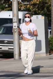 Dorothy Wang in White Stylish Top and Bottom Out for Coffee in Beverly Hills 2020/10/28 3