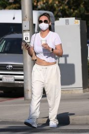 Dorothy Wang in White Stylish Top and Bottom Out for Coffee in Beverly Hills 2020/10/28 5