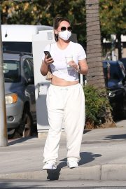 Dorothy Wang in White Stylish Top and Bottom Out for Coffee in Beverly Hills 2020/10/28 7