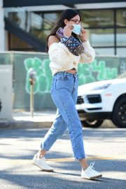 Eiza Gonzalez Out for Coffee in Los Angeles 2020/10/28 5
