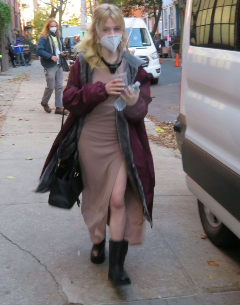 Emily Alyn Lind on the Set of Gossip Girl in New York 2020/11/16 2