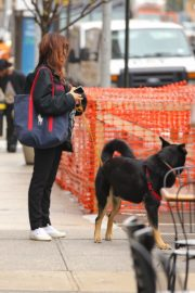 Emily Ratajkowski Out with Her Dog in New York 2020/10/22 4