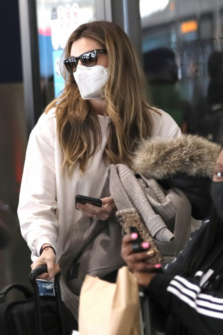 Erin Andrews Arrives at LAX in Los Angeles 2020/11/15 7