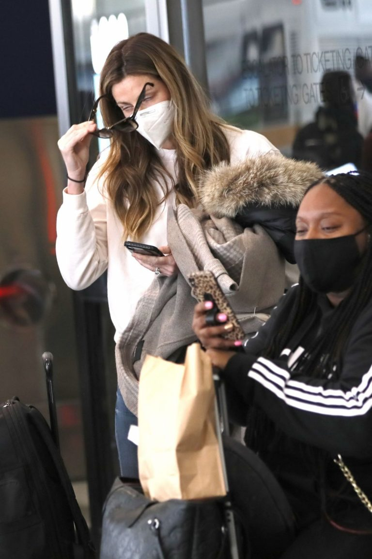 Erin Andrews at Los Angeles International Airport 2020/11/15 5