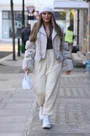 Frankie and Demi Sims walks Out in London 2020/11/27 3