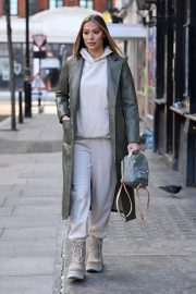 Frankie and Demi Sims walks Out in London 2020/11/27 4