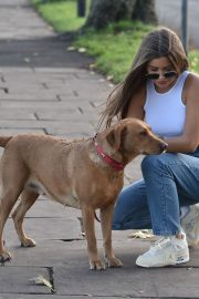 Georgia Steel and Maria Wild walks with her dog out in London 2020/11/23 5