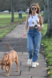 Georgia Steel and Maria Wild walks with her dog out in London 2020/11/23 8