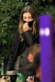 Hailey Rhode Bieber Out for Dinner with Friends in Beverly Hills 2020/11/16 7