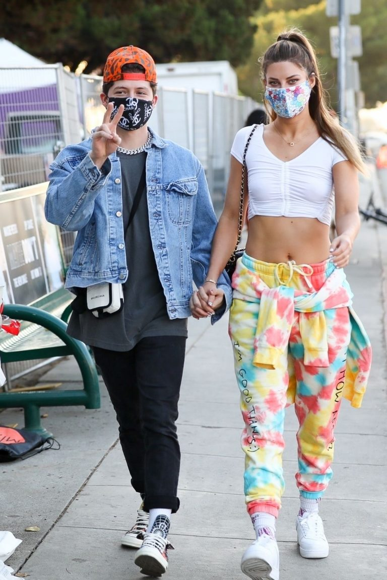 Hannah Stocking Out with her friend in Los Angeles 2020/11/22 6