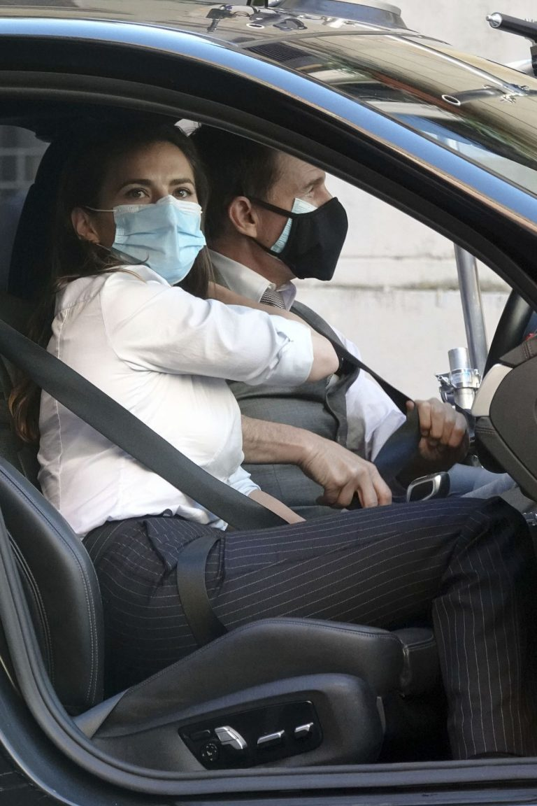 Hayley Atwell and Tom Cruise on the set of Mission Impossible 7 in Rome 2020/11/26 3