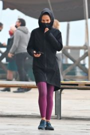 Hayley Atwell Out Jogging in Venice 2020/10/29 7
