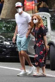 Isla Fisher and Sacha Baron Cohen Out in Woollahra in Sydney 2020/11/27 1
