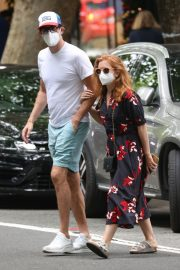 Isla Fisher and Sacha Baron Cohen Out in Woollahra in Sydney 2020/11/27 2