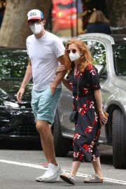 Isla Fisher and Sacha Baron Cohen Out in Woollahra in Sydney 2020/11/27 4