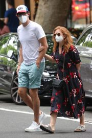 Isla Fisher and Sacha Baron Cohen Out in Woollahra in Sydney 2020/11/27 5