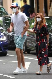 Isla Fisher and Sacha Baron Cohen Out in Woollahra in Sydney 2020/11/27 6