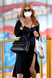 Isla Fisher in Black Outfit Out and About in Sydney 2020/11/26 4