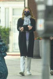 Jennifer Aniston Leaves a Physical Therapy Appointment in Beverly Hills 2020/10/21 3