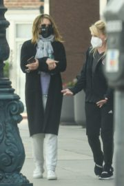 Jennifer Aniston Leaves a Physical Therapy Appointment in Beverly Hills 2020/10/21 4