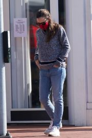 Jennifer Garner in Denim Out Shopping in Brentwood 2020/11/22 2