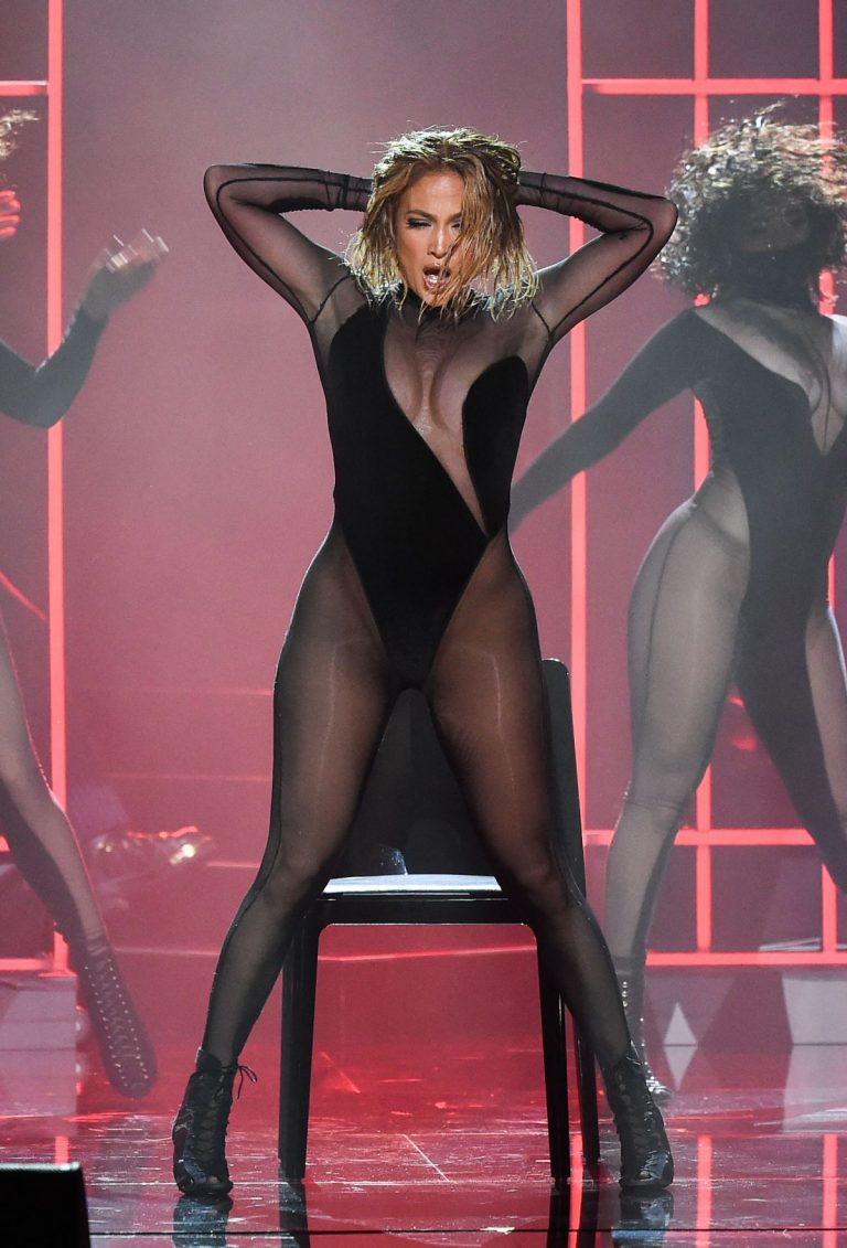 Jennifer Lopez Performs at American Music Awards 2020 in Los Angeles 2020/11/22 13