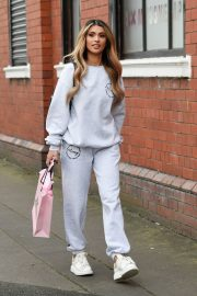 Joanna Chimonides in Grey Sweatshirt with Pants Out in Manchester 2020/11/27 1