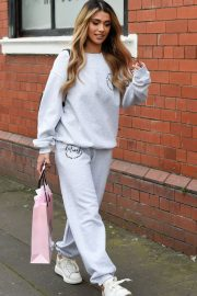 Joanna Chimonides in Grey Sweatshirt with Pants Out in Manchester 2020/11/27 3