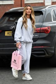 Joanna Chimonides in Grey Sweatshirt with Pants Out in Manchester 2020/11/27 4
