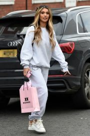 Joanna Chimonides in Grey Sweatshirt with Pants Out in Manchester 2020/11/27 5