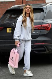 Joanna Chimonides in Grey Sweatshirt with Pants Out in Manchester 2020/11/27 6