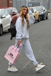 Joanna Chimonides in Grey Sweatshirt with Pants Out in Manchester 2020/11/27 7