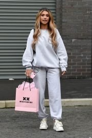 Joanna Chimonides in Grey Sweatshirt with Pants Out in Manchester 2020/11/27 9