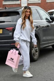 Joanna Chimonides in Grey Sweatshirt with Pants Out in Manchester 2020/11/27 10