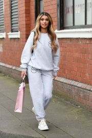 Joanna Chimonides in Grey Sweatshirt with Pants Out in Manchester 2020/11/27 12