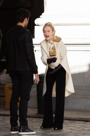 Julia Garner on the Set of Inventing Anna in New York 2020/11/16 1