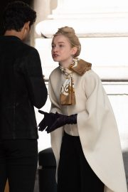 Julia Garner on the Set of Inventing Anna in New York 2020/11/16 3