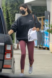 Kaia Gerber in Sweatshirt with Tights Out and About in Malibu 2020/10/21 3