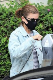 Kate Mara Wearing a Mask Out in Beverly Hills 2020/10/22 4