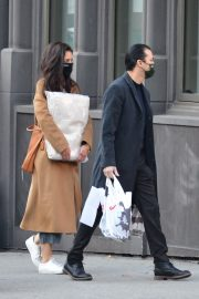 Katie Holmes and Emilio Vitolo Out Shopping in New York 2020/11/16 6