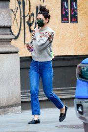 Katie Holmes Out on Thanksgiving Day in New York 2020/11/26 4